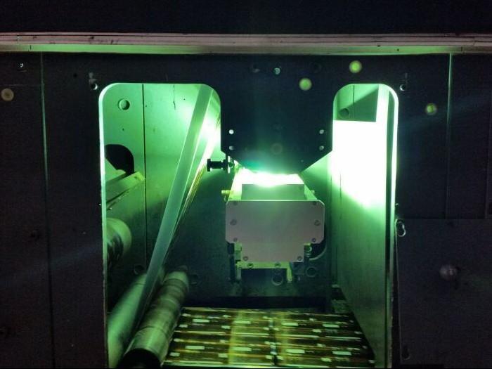 柔印机加装UV设备现场1