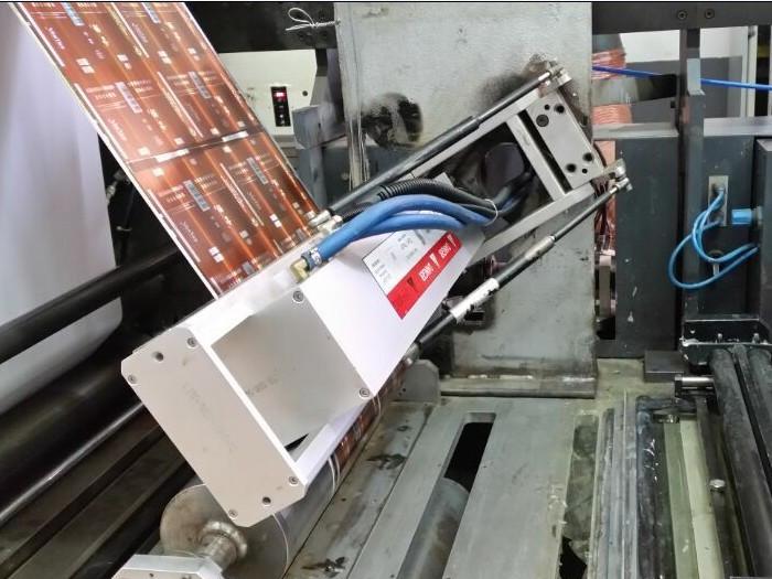 柔印机加装UV设备现场2